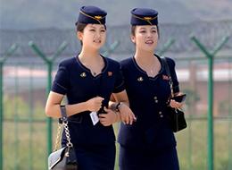 朝鲜_朝鲜航展上可爱制服妹子