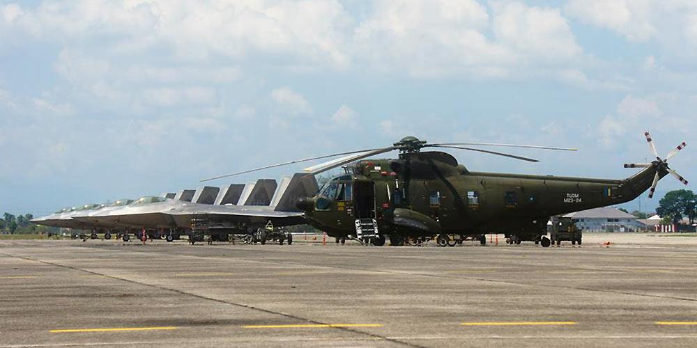 猛禽进驻南海!美军F22机群?#25191;?#39532;来西亚演习