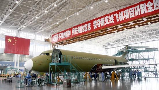 6月6日,一架ARJ21新支线飞机在上海飞机制造有限公司总装。
