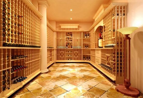 正因如此,在法国购买庄园或城堡时,除了看城堡的面积、收藏的艺术品外,非常重要的一点就是要考察庄园是否带有酒窖,酒窖中存放了哪些酒。那些继承了城堡的后代在无法支付大额遗产税时,他们宁可考虑卖掉字画或雕塑等艺术品,也绝不会选择被传承下来并覆盖着高贵尘埃的美酒,即使它们更价值连城。