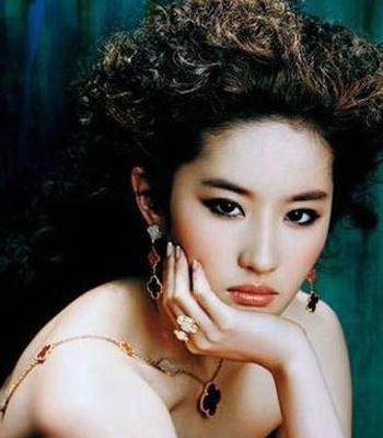 女人人体艺术明星_或许是刘亦菲也收到了一些观众觉得她没有女人味的讯号,转变由此