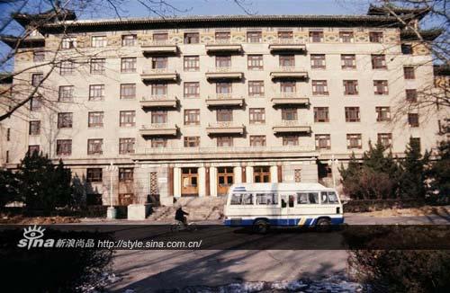 北京80年代的酒店,外立面都有一定模式可循。