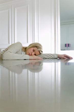 經期腹脹不適 究竟哪種睡姿才能安穩入眠