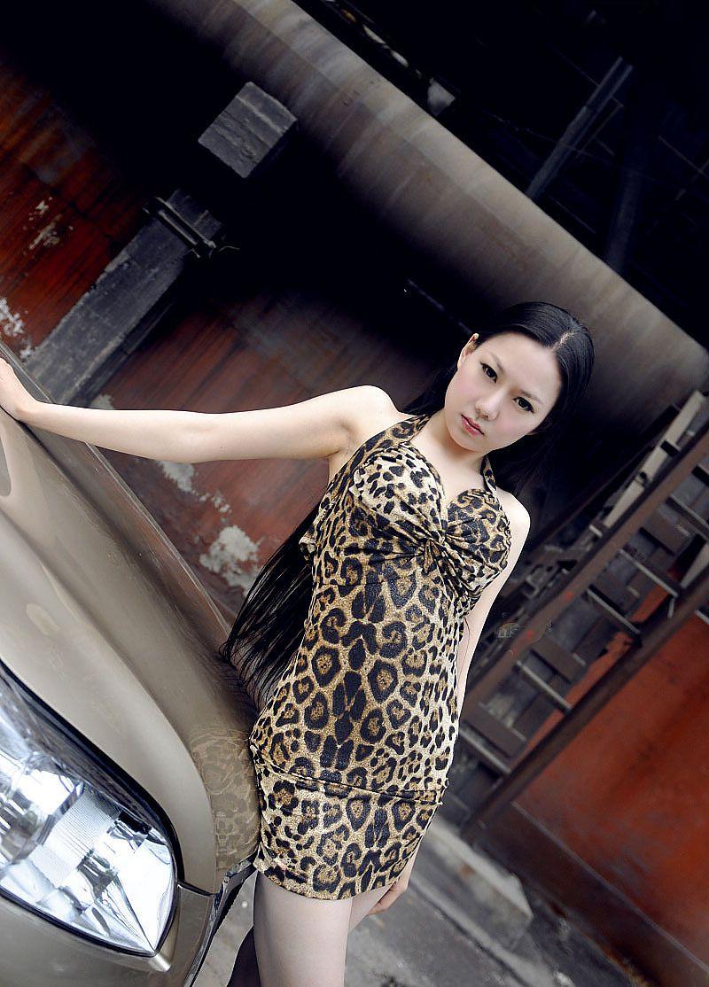 豹纹av_豹纹欲女大秀性感身段