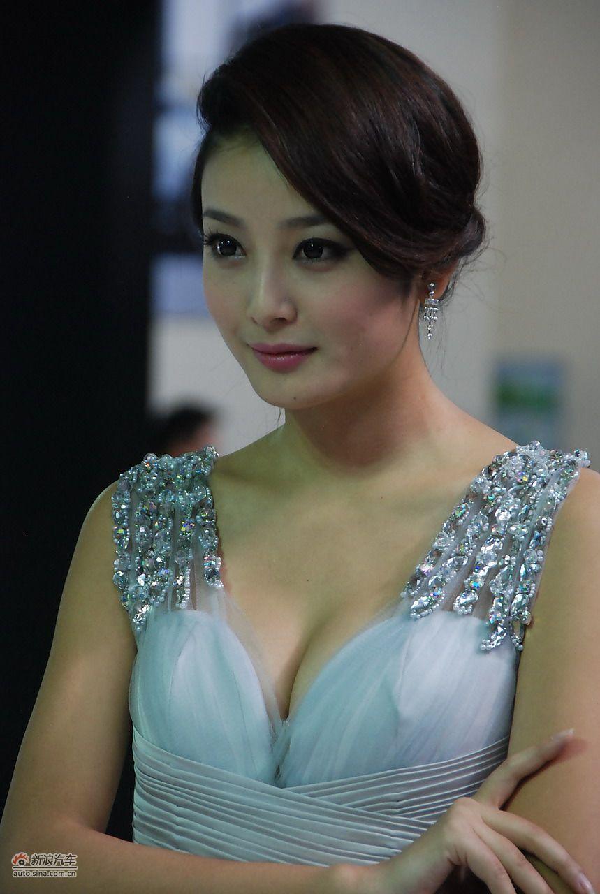 昆明车展模特_2011昆明国际车展美女模特图