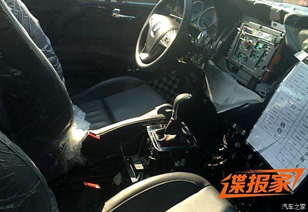 長安中型SUV CS95諜照