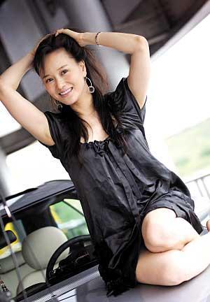女人_石爻 开跑车的优雅女人