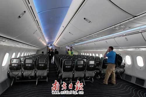 飞机座位08_波音787梦想飞机巡展广州站 明年交付南航_新浪旅游_新浪网