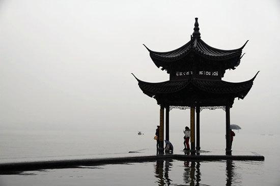 新浪旅游配圖:雨中西湖 攝影:藩多拉的希望