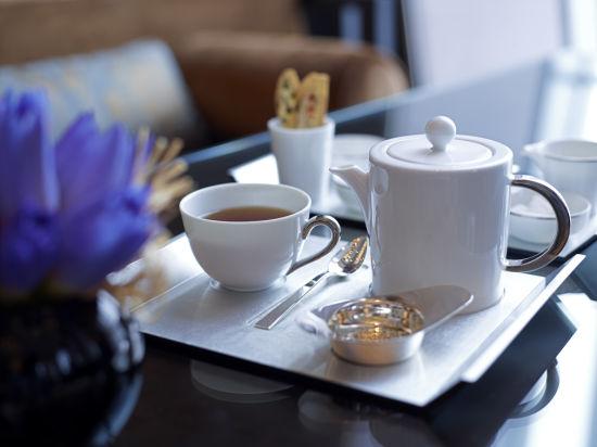 喝减肥茶_英式下午茶三部曲:吃点心、赏茶器、品热茶_新浪旅游_新浪网