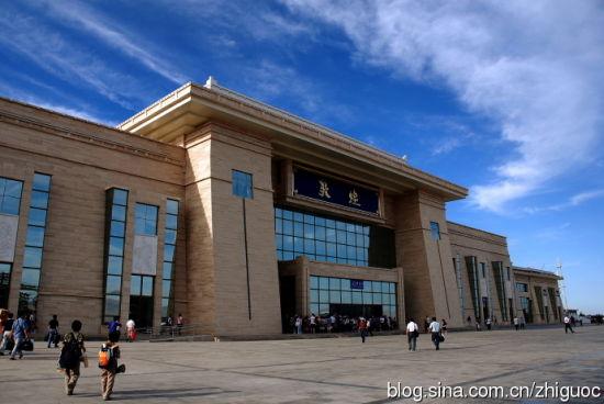 敦煌火车站到市区_敦煌游西北大漠中的一块翡翠_新浪旅游_新浪网