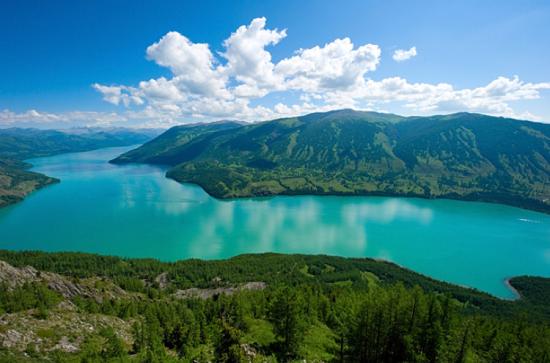 喀纳斯湖_组图:行走新疆 水怪频繁出没的喀纳斯湖_新浪旅游_新浪网