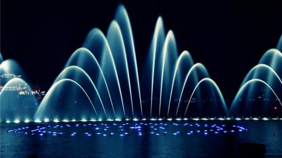 西安大雁塔广场喷泉_游国内最美音乐喷泉之西安音乐喷泉(组图)_新浪旅游_新浪网