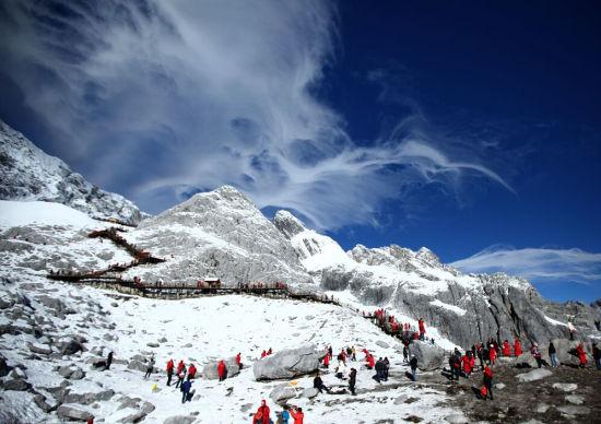玉龙雪山海拔高度_云南省玉龙雪山每上升几海拔就气温就上升一度-