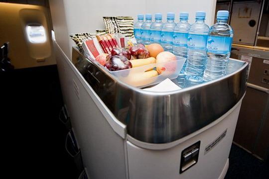 """新西蘭航空波音777-200er""""升級版""""太平洋豪華經濟艙自助美食吧圖片"""