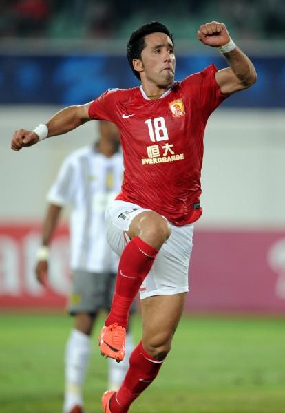 10月2日,廣州恒大隊球員巴里奧斯慶祝進球.圖片